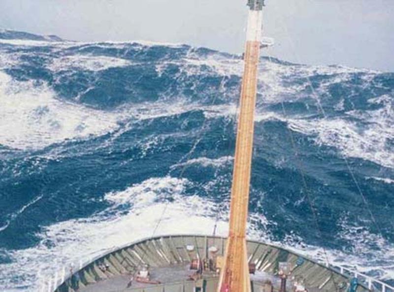 Denizin neredeyse gemileri yuttuğu fırtınalar 16