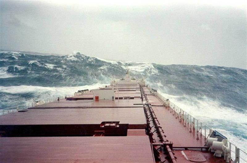 Denizin neredeyse gemileri yuttuğu fırtınalar 26