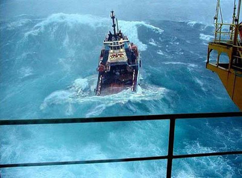 Denizin neredeyse gemileri yuttuğu fırtınalar 27