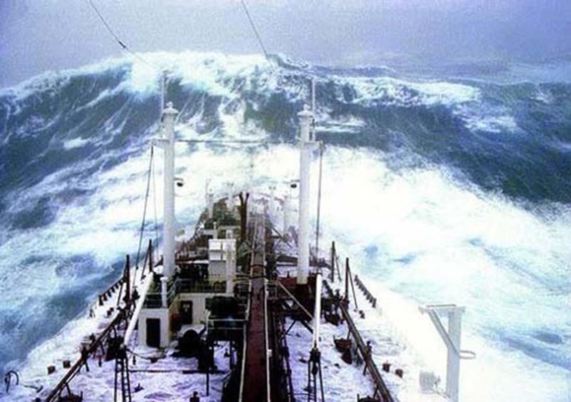 Denizin neredeyse gemileri yuttuğu fırtınalar 29