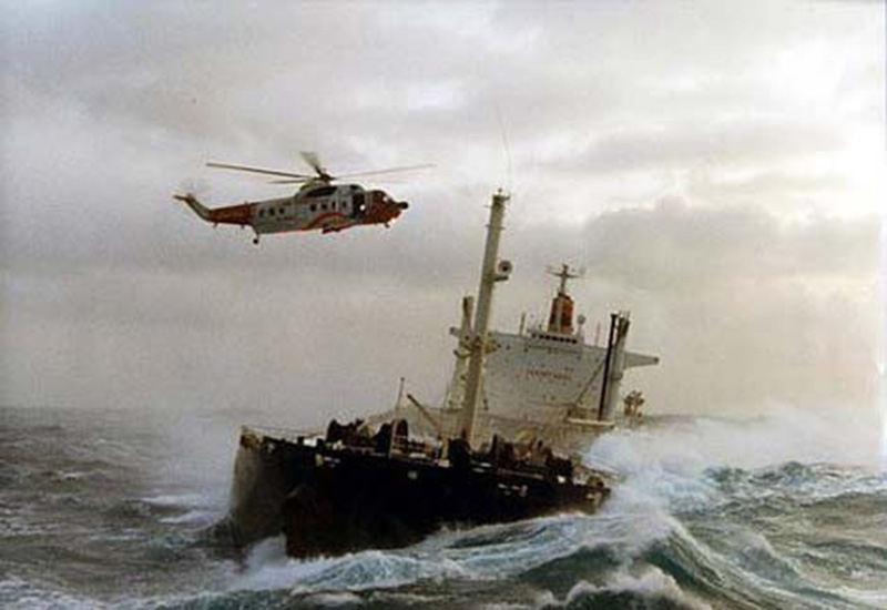 Denizin neredeyse gemileri yuttuğu fırtınalar 3
