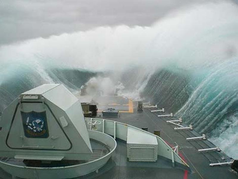 Denizin neredeyse gemileri yuttuğu fırtınalar 6