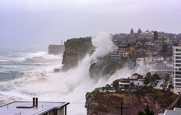 Sydney'de dev dalgalar 1