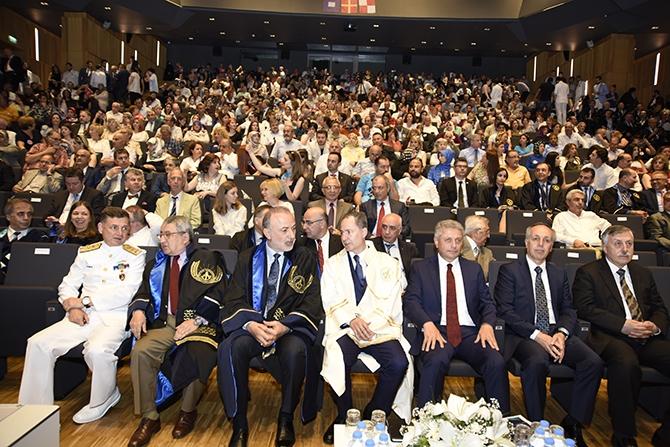 Piri Reis Üniversitesi 2016 mezunlarını denize uğurladı 1