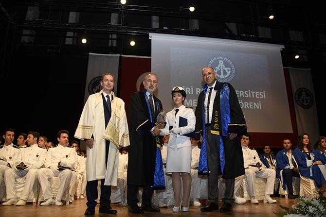 Piri Reis Üniversitesi 2016 mezunlarını denize uğurladı 16