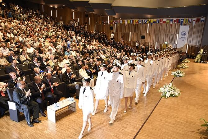 Piri Reis Üniversitesi 2016 mezunlarını denize uğurladı 2