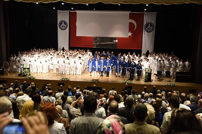 Piri Reis Üniversitesi 2016 mezunlarını denize uğurladı 5