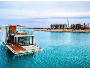 Dünyanın ilk yüzen evi