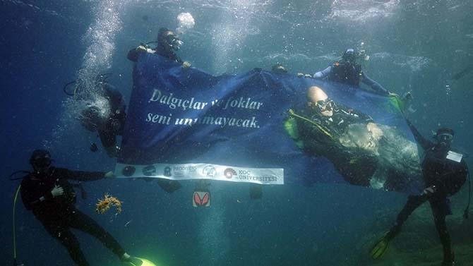 Dalgıçlar ve foklar Mustafa Koç'u unutmadı 1