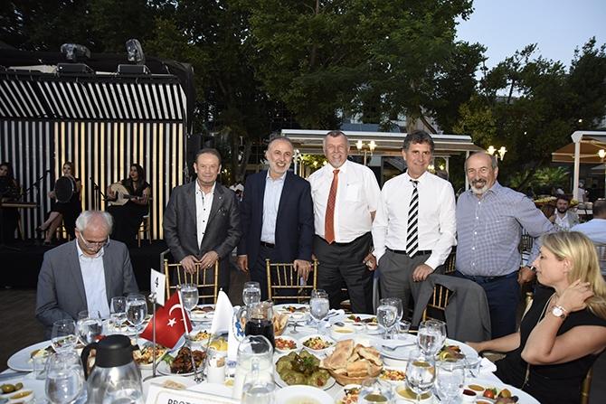 Türk denizcilik sektörü İMEAK DTO'nun iftar yemeğinde buluştuKaynak 9