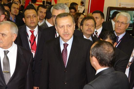 Başbakan Erdoğan IDEF 09'da 10