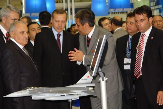 Başbakan Erdoğan IDEF 09'da 17