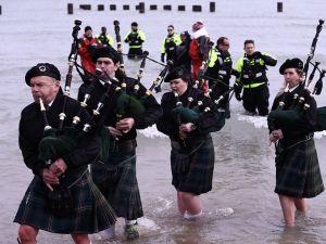 """""""Kutup Dalışı"""" etkinliği için Michigan Gölü'ne girdiler!"""