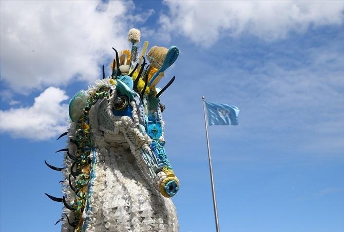 Okyanuslardaki Plastik Atıklardan Sanat Eseri 1