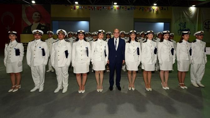DEÜ'den 244 denizci öğrenci mezun oldu 1