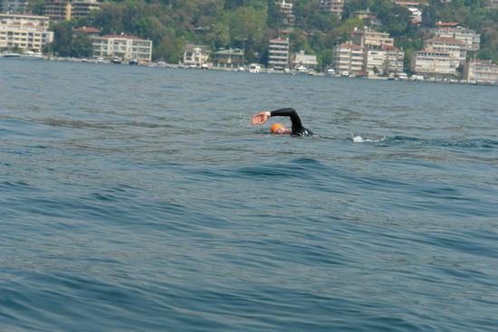 62 Yaşında Boğazı yüzerek geçti 14