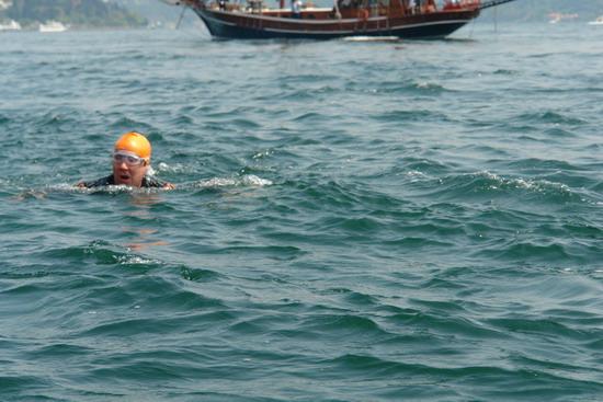 62 Yaşında Boğazı yüzerek geçti 20