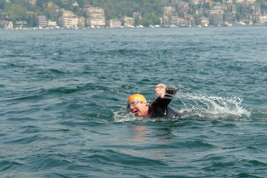 62 Yaşında Boğazı yüzerek geçti 21