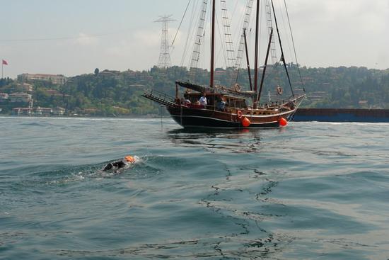 62 Yaşında Boğazı yüzerek geçti 31