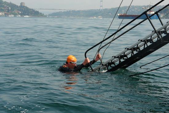 62 Yaşında Boğazı yüzerek geçti 35