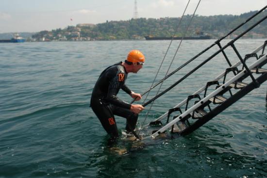 62 Yaşında Boğazı yüzerek geçti 36