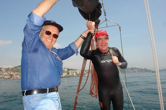 62 Yaşında Boğazı yüzerek geçti 40
