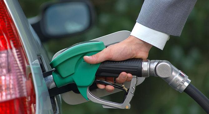 Benzin ve motorine yeniden zam geldi