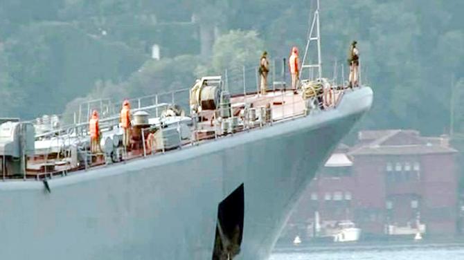 Rus savaş gemisi 'Yamal' İstanbul Boğazı'ndan geçti