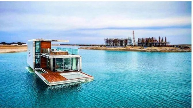 Dünyanın ilk yüzen evi suya indirildi