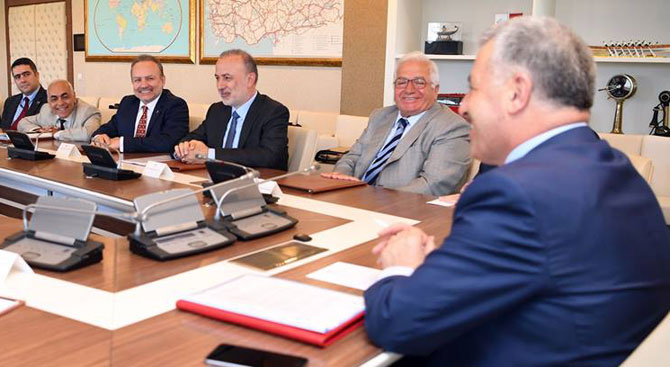 İMEAK DTO yönetimi Bakan Arslan'ı makamında ziyaret etti