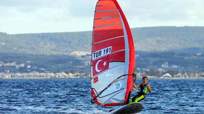 Milli sörfçü Dilara Uralp, Rio Olimpiyatlarına hazır