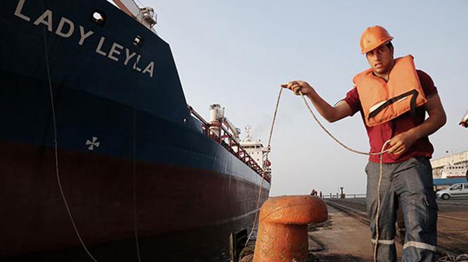 Gazze'ye yardım götürecek 'Lady Leyla' Mersin Limanı'na yanaştı