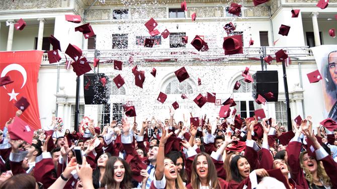 Beykoz Lojistik Meslek Yüksekokulu 7. Mezuniyet Töreni coşkuyla gerçekleştirildi