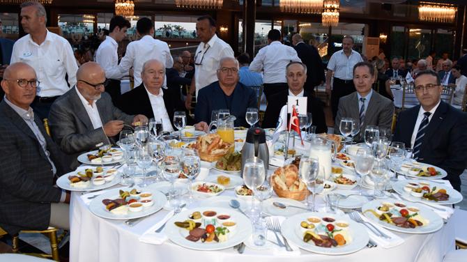 Türk denizcilik sektörü İMEAK DTO'nun düzenlediği iftar yemeğinde buluştu