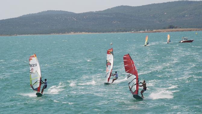 Ayvalık'ta windsurf heyecanı