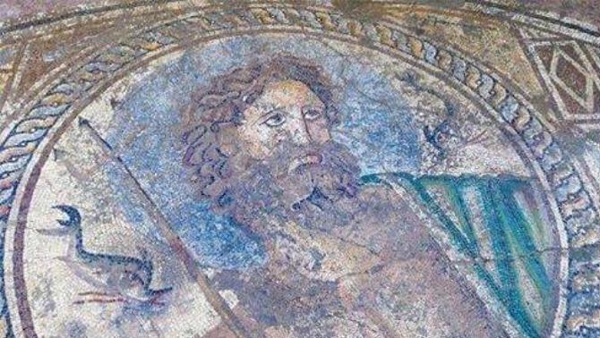 Yumurtalık'ta Poseidon mozaiği bulundu