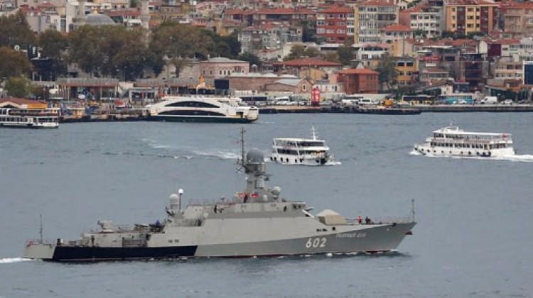 Füze yüklü Rus gemileri İstanbul Boğazı'nda