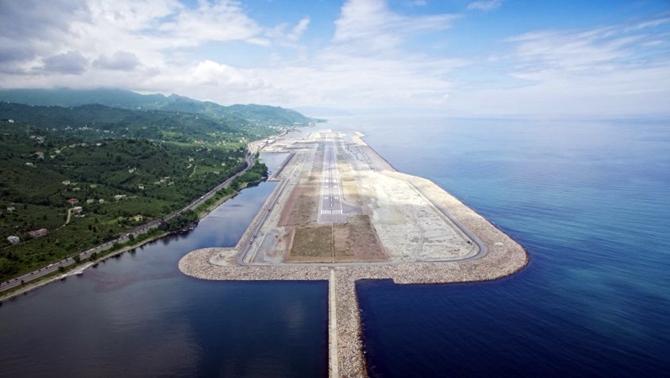 Deniz Üzerine Kurulan İlk Havalimanında 800 Bin Yolcu