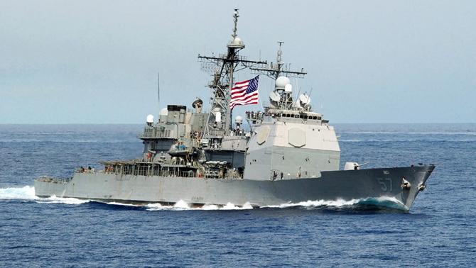 ABD Savaş Gemisine İki Füze Fırlattılar