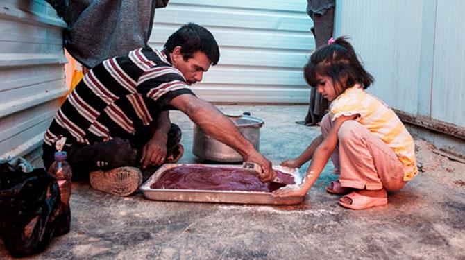 Mültecilerin özlemini gideren bir tatlı ustası