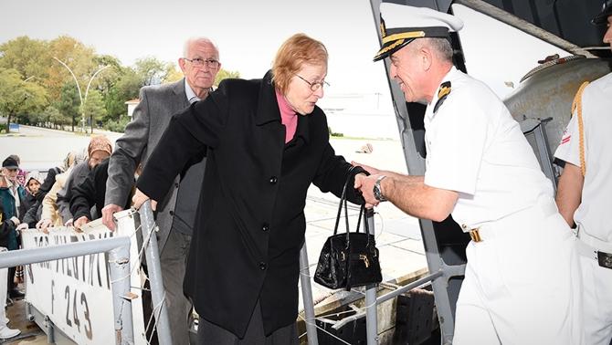 Huzurevi sakinleri donanmayı ziyaret etti