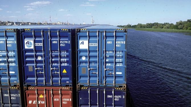 Ukrayna'nın en uzun nehrinde Arkas'ın konteynerleri