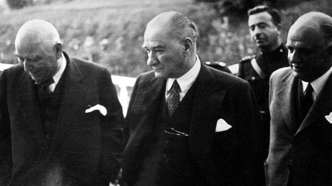 Gençliğin yolunu aydınlatan bir lider: Atatürk