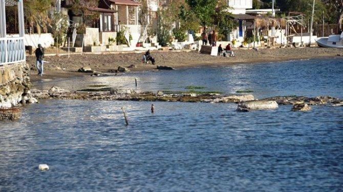 Bodrum'da sular çekildi ve tarihi surlar gün yüzüne çıktı