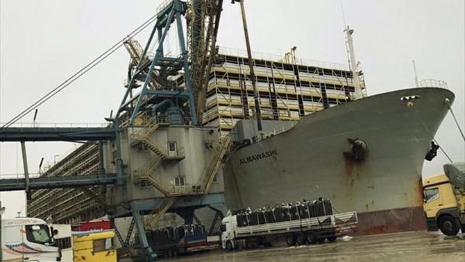 Alsancak Limanı'na dev hayvan gemisi yanaştı