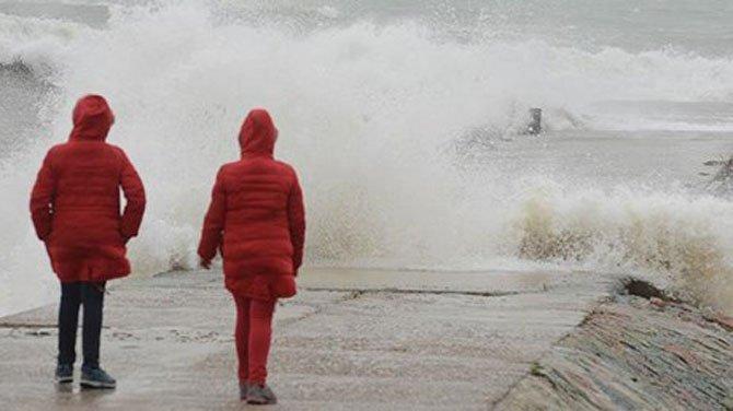 Kar yağışı deniz ulaşımını durdurdu
