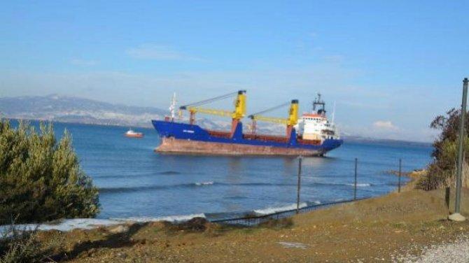 M/V Esi Winner gemisi Çandarlı Körfezi'nde karaya oturdu