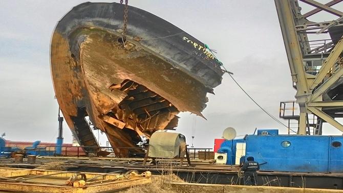 M/V Fortuna S gemisinin enkazı çıkarıldı