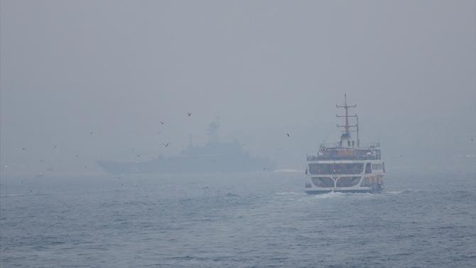 İstanbul Boğazı sis nedeniyle geçişlere kapatıldı