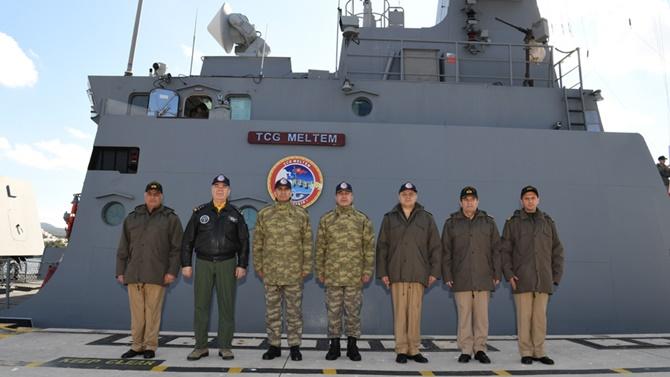 Genelkurmay Başkanı Ege'de gemileri denetledi
